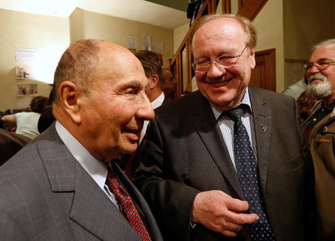 Serge Dassault et Jean-Pierre Bechter, en mars 2014, durant un meeting de campagne à Corbeil-Essonnes.