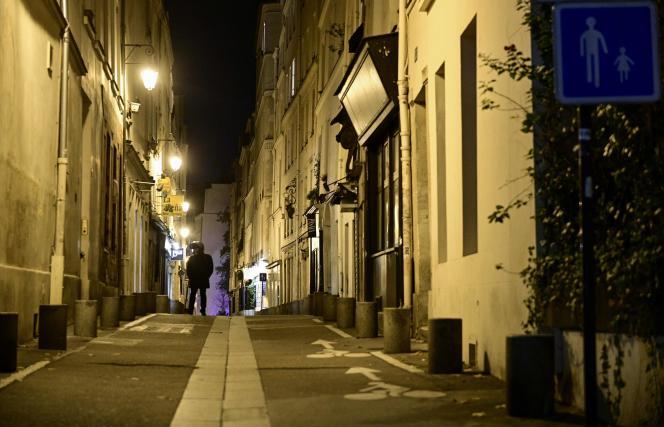 A Paris, après l'entrée en vigueur du couvre-feu nocturne, le 15 décembre.