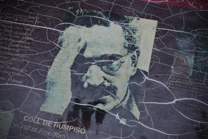 Le mémorial Walter Benjamin, de Dani Karavan, à Portbou (1994), sur les lieux des derniers pas du philosophe.
