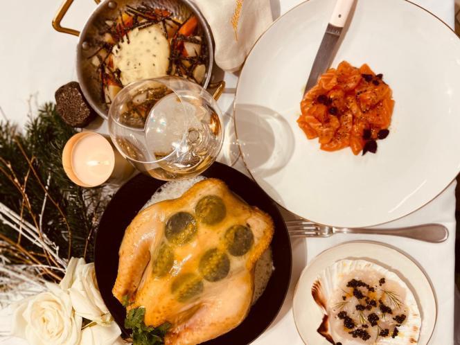 Poularde fermière contisée de truffe sous la peau, cœur de filet de saumon bio, marinade vanille sarrasin, crémeux raifort, coussin moelleux de saint-jacques... de Mam.