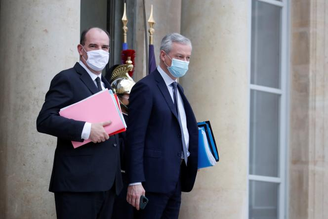 Le premier ministre, Jean Castex (à gauche), et le ministre de l'économie, Bruno Le Maire, sur le perron du palais de l'Elysée, le 16 décembre.