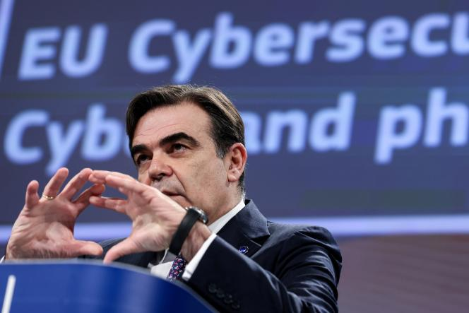 Le vice-président de la Commission européenne, Margaritis Schinas, à Bruxelles, le 16 décembre 2020.
