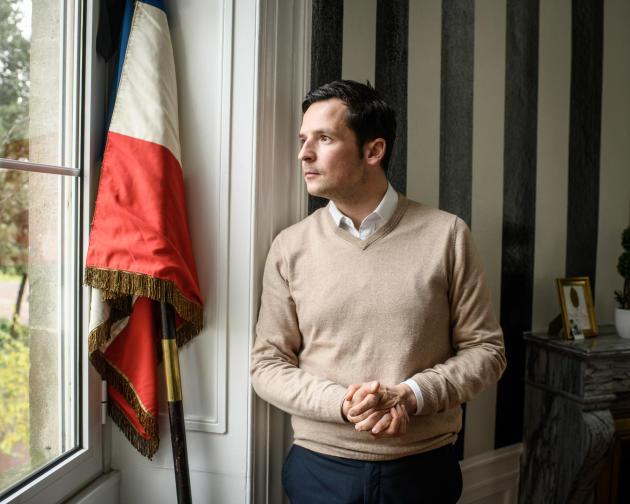 Morgan Berger, maire de la ville de Cognac, dans son bureau, le 12 décembre.