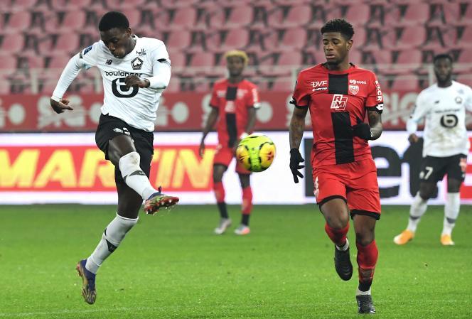 Grâce notamment au but de Timothy Weah, Lille garde le cap et la première place du championnat en battant à domicile Dijon (2-0), mercredi 16décembre.