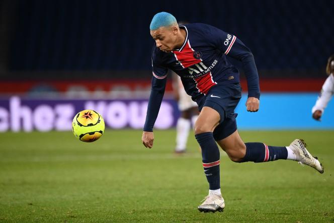 Avec le onzième but en Ligue 1 cette saison de Kylian MBappé, le PSG a battu Lorient au Parc des Princes (2-0), pour rester sur les talons lillois, mercredi 16décembre.