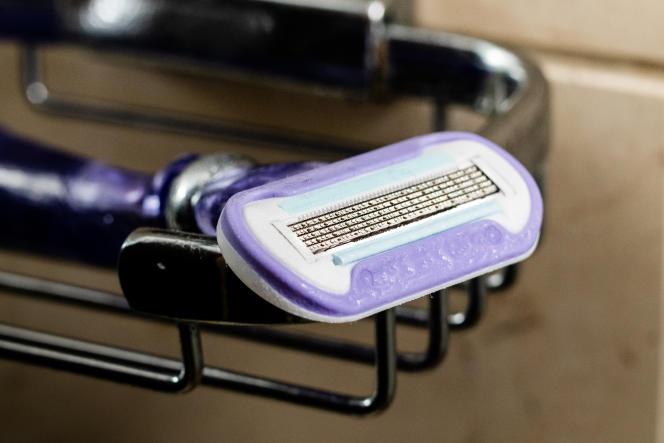Le contour du Swirl rempli de gel (soit l'ovale violet) lubrifie chaque rasage mais gonfle facilement si on ne le range pas face vers le haut.