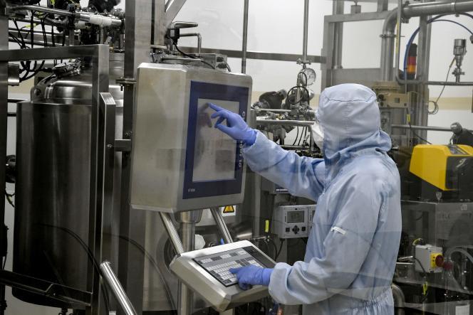 Dans un laboratoire GSK à Saint-Amand-les-Eaux (Nord), le 3 décembre 2020.