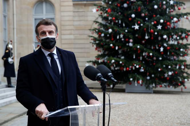 Emmanuel Macron au palais de l'Elysée après sa rencontre avec le premier ministre portuguais Antonio Costa, à Paris, le 16 décembre.