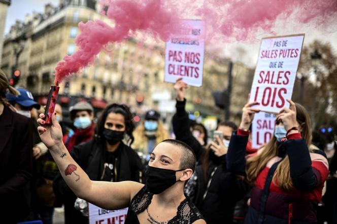 Lors de la manifestation des travailleurs et travailleuses du sexe à Paris, le 17 décembre.