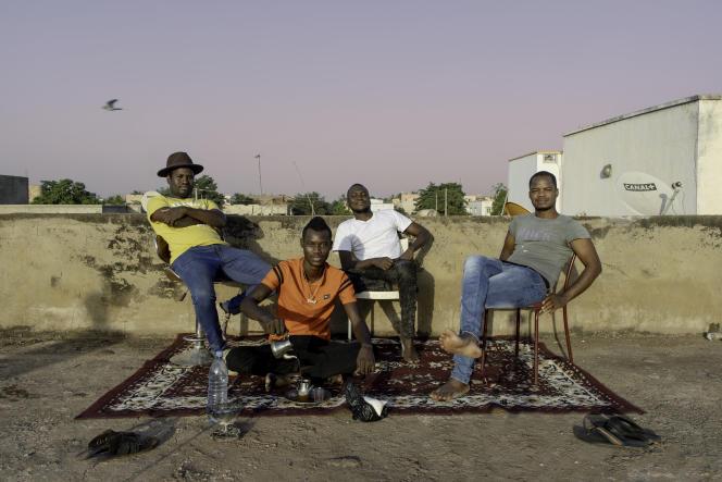 Le groupe de musique malien Songhoy Blues, à Kalaban Coro, dans les faubourgs de Bamako, au Mali, le 1er novembre.