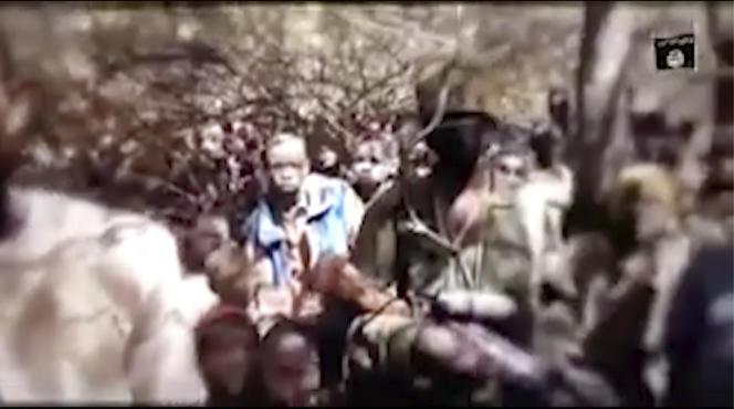 Capture d'écrande la vidéo non datée fournie par Boko Haram, des garçons sont vus dans un lieu non divulgué. Une vidéo qui aurait été diffusée le jeudi 17 décembre 2020 par les rebelles jihadistes nigérians, Boko Haram montre un groupe de garçons sous les arbres, parlant à une personne qui les filme. La semaine dernière, plus de 300 étudiants ont été enlevés dans une école de Kankara, dans le nord du pays, les enfants de la vidéo sont censés être ceux qui ont été enlevés vendredi dernier.