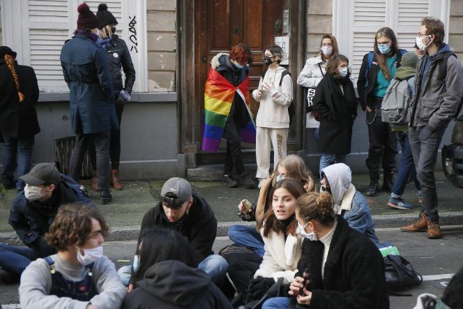 Trois jours après le suicide de Fouad, sit-in devant le lycée Fénelon pour lui rendre hommage, à Lille,le 18 décembre.