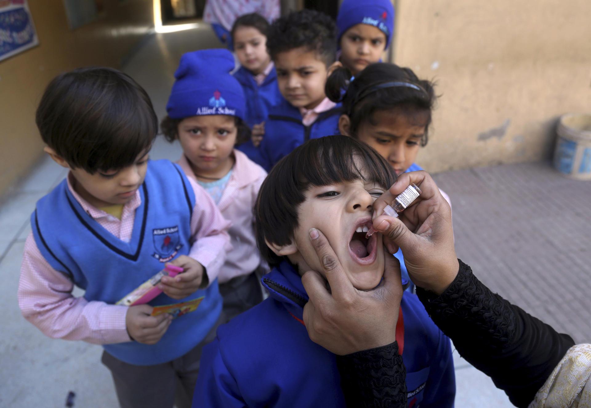 Le gouvernement pakistanais a lancé une campagne de vaccination contre la poliomyélite dans les écoles, en février 2020.