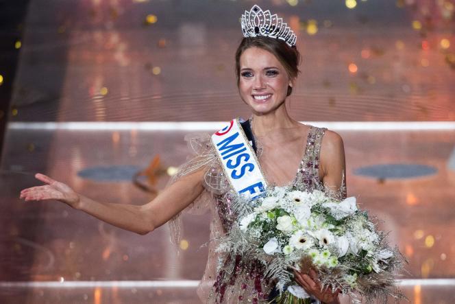 Amandine Petit, élue Miss France 2021, au Puy-du-Fou (Vendée), le 19 décembre.