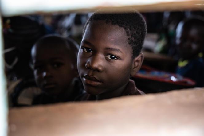 Un élève burkinabé dans une école à Ouagadougou, le 1eroctobre 2020.