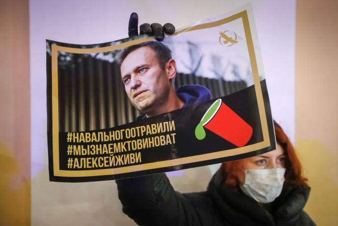 Critique féroce du régime de Vladimir Poutine, Alexeï Navalny est tombé gravement malade, des suites d'un empoisonnement,le 20août à bord d'un avion, en Sibérie.