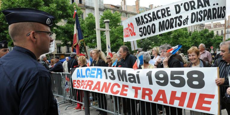 Plusieurs centaines de rapatriés d'Algérie, (pieds-noirs, harkis, fils de harkis et anciens combattants d'Algérie) manifestent, le 13 mai 2008 à Marseille, pour réclamer