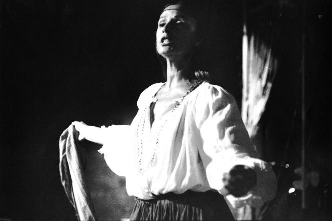 Amélie Grand a créé puis dirigé le festival Les Hivernales d'Avignon, de 1977 à 2009.