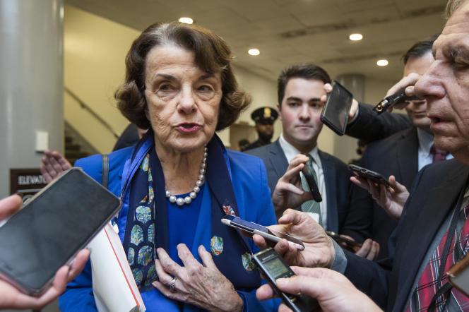 La sénatrice de Californie, Dianne Feinstein, répondant aux questions des journalistes au Capitole à Washington, DC, le 28 janvier.