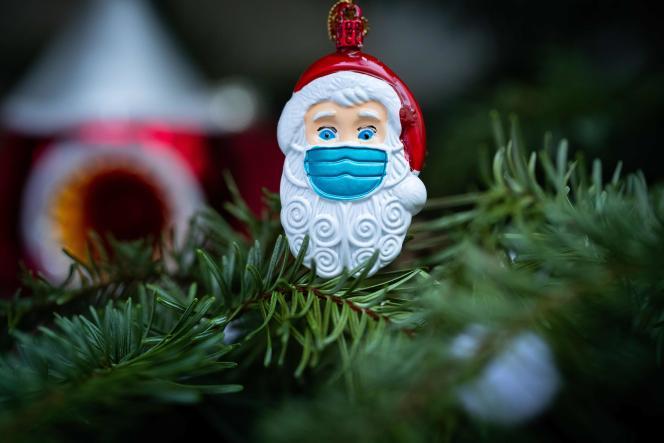 Un sapin de Noël à Paris, le 22 décembre.