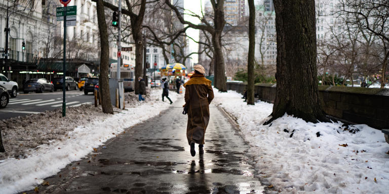 Even with temperatures dropping, New Yorker's are taking advantage of the outdoors as much as possible. (December 21, 2020)  Photo by Nancy Borowick