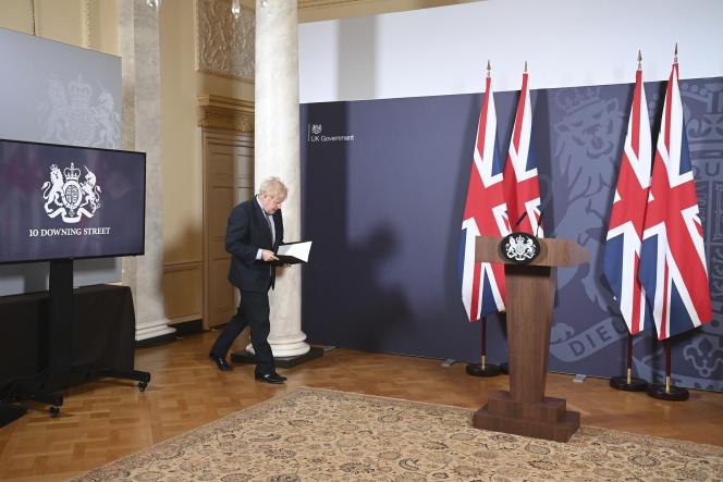 Le premier ministre britannique Boris Johnson avant sa conférence de presse sur l'accord trouvé avec l'UE, à Downing Street, Londres, le 24 décembre 2020.