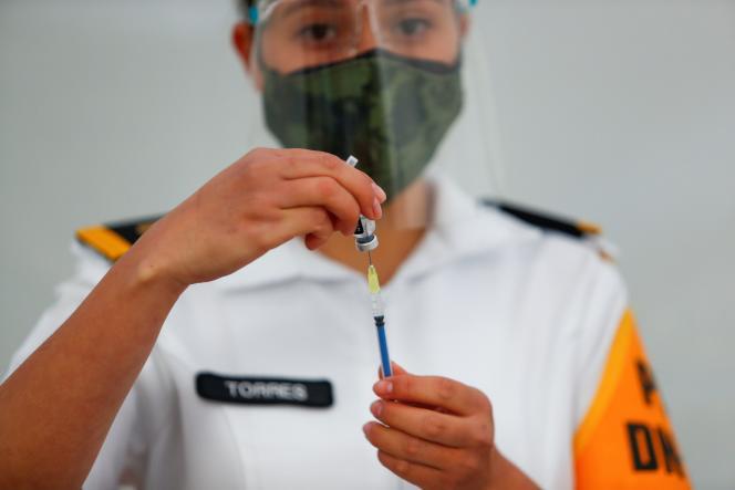 Préparation d'une dose de vaccin, à Mexico, au Mexique, le 24décembre2020.