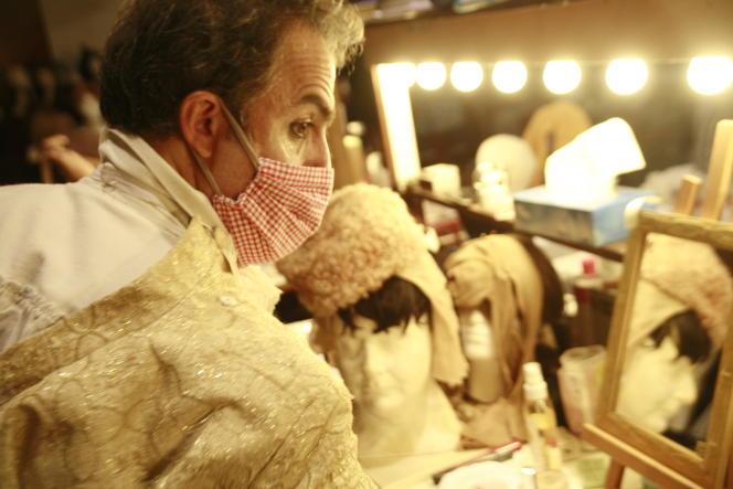 Le comédien Arman Saribekyan, pendant les répétitions au Théâtre du Soleil, à la Cartoucherie de Vincennes, en novembre.
