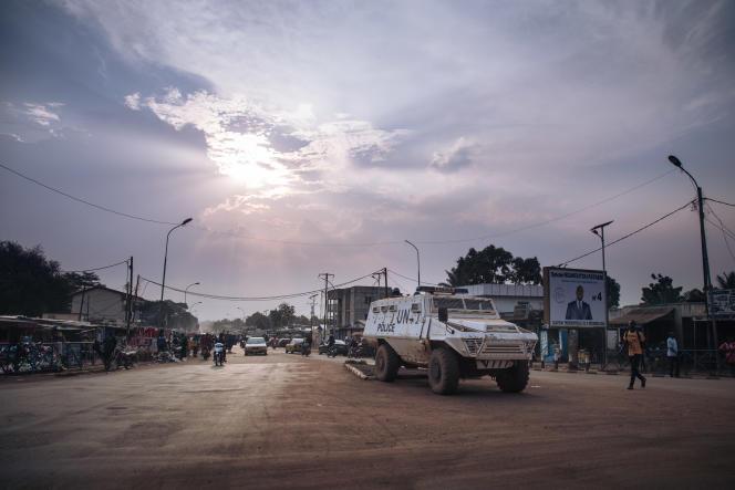 Des soldats de la Minusca patrouillent à Bangui, le 22décembre 2020.