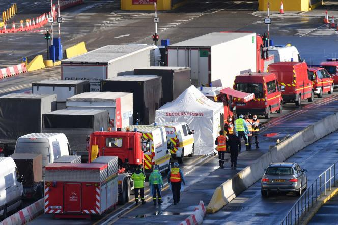 Les chauffeurs des camions bloqués doivent se soumettre à un test de dépistage au Covid-19 pour pouvoir rejoindre la France, en vertu d'un accord entreLondres etParis.