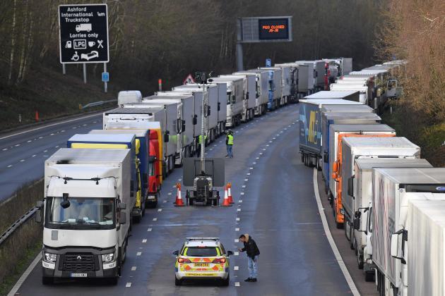 Des milliers de routiers restent bloqués avant le port de Douvres, jeudi 24 décembre.