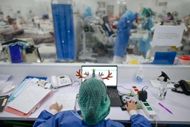 Une médecin de l'unité de soins intensifs du centre Ayeyarwady Covid, à Mandalay (Birmanie), le 25 décembre.