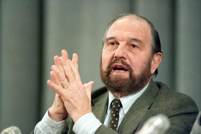 George Blake lors d'une conférence de presse à Moscou, le 15 janvier 1992.