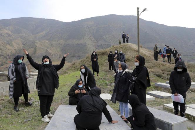 Lors des funérailles d'une victime du Covid-19, dans le village de Shir Kola près de Qaem Shahr en Iran, le 16 décembre.