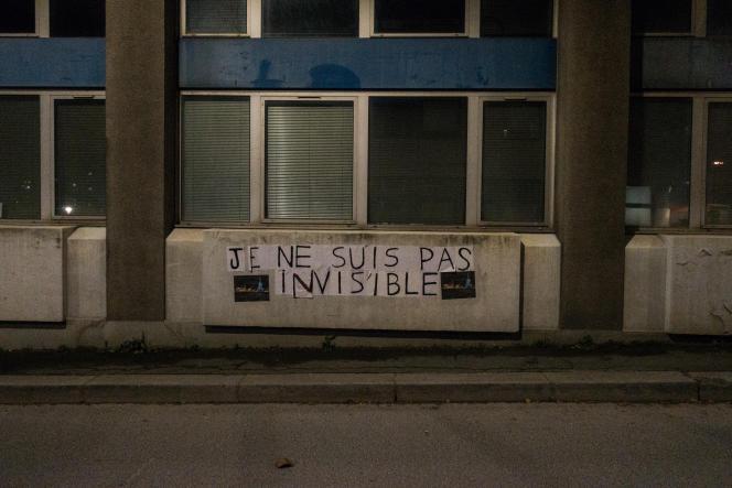 En face des locaux parisien de l'association Utopia 56, cette inscription est visible.