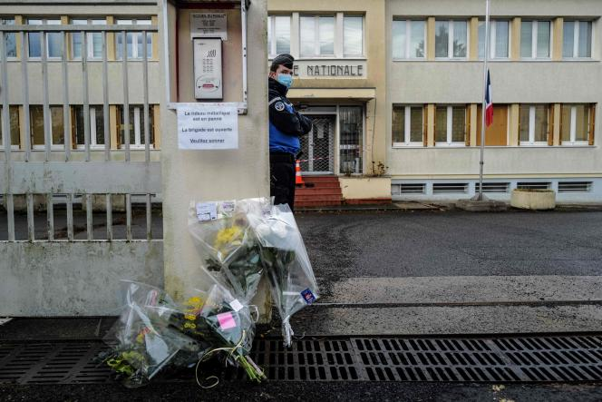 Hommage aux gendarmes tués par un forcené près de Saint-Just, à Ambert (Puy-de-Dôme), le 23 décembre.