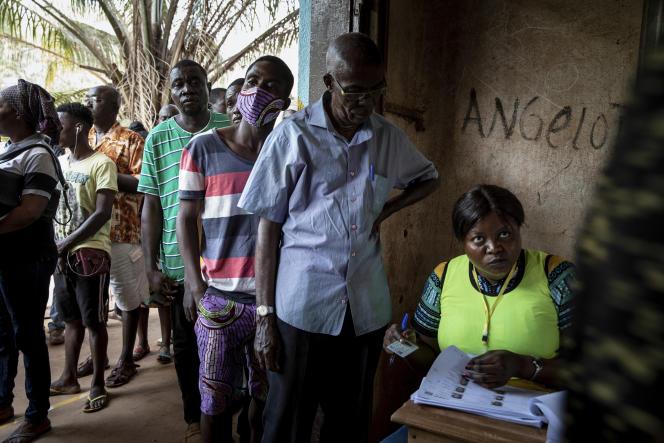 Dans un bureau de vote de Bangui, la capitale centrafricaine, le 27décembre.