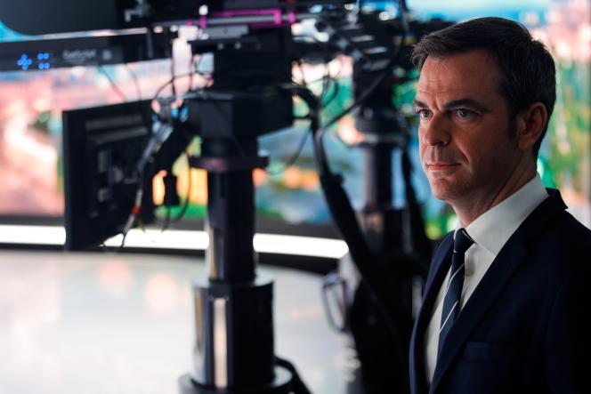 Le ministre de la Santé, Olivier Véran, sur le plateau de TF1 à Boulogne-Billancourt (Hauts-de-Seine), le 22 décembre.