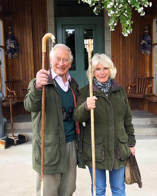 Le prince Charles et son épouse Camilla, le 25 décembre, à Birkhall, dans l'Aberdeenshire, en Ecosse.
