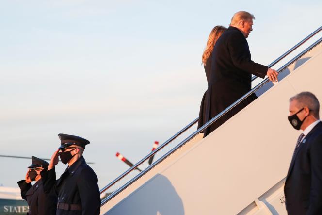 Donald Trump à bord de l'avion présidentiel à Andrews Air Force Base, Maryland, le 23 décembre.