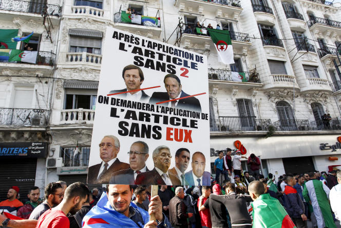 A Alger, pendant les manifestations contre le cinquième mandat d'Abdelaziz Bouteflika, le 29 mars 2019.
