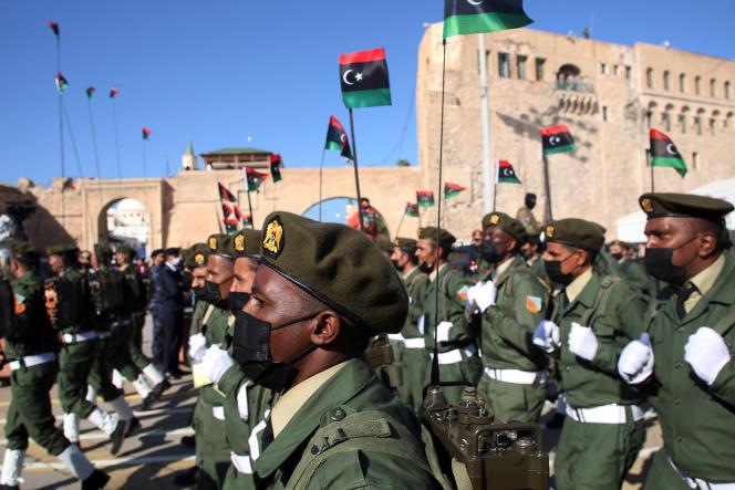 Défilé de l'armée libyenne lors de la commémoration du 69e anniversaire de l'indépendance du pays, le 24 décembre 2020, à Tripoli.