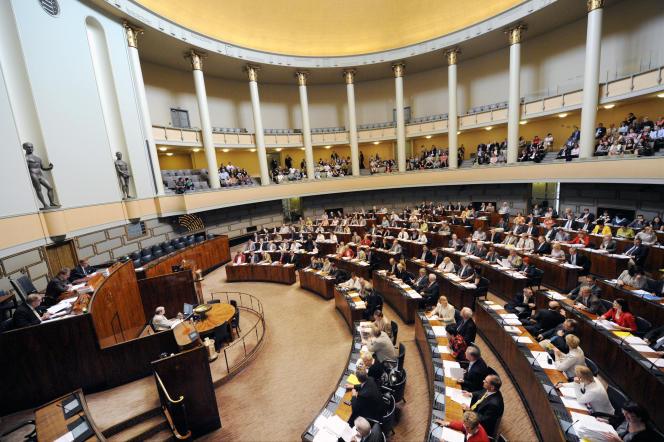 Une enquête a été confiée à la police criminelle centrale, en collaboration avec l'Eduskunta – le Parlement finlandais – et la sécurité intérieure finlandaise.