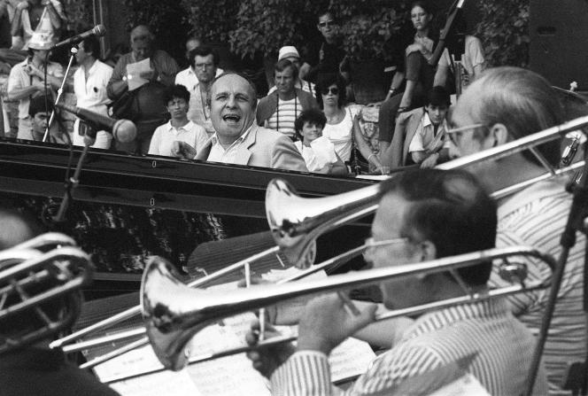 On July 16, 1983, the French jazz pianist and composer Claude Bolling performed with a big band during the 10th edition of the Grande Parade du Jazz à Nice.