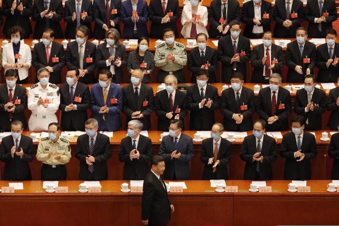 Le président chinois, Xi Jinping (au premier plan), au Palais de l'assemblée du peuple, le 27 mai à Pékin.