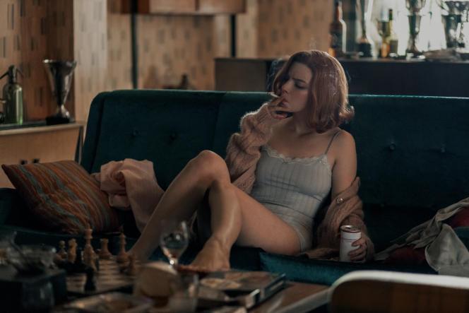 Anya Taylor-Joy interprète Beth Harmon, dans la série « Le Jeu de la dame ».