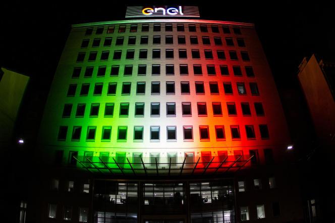 Devant les locaux de l'entreprise italienne Enel, à Milan, le 3 mai 2020.