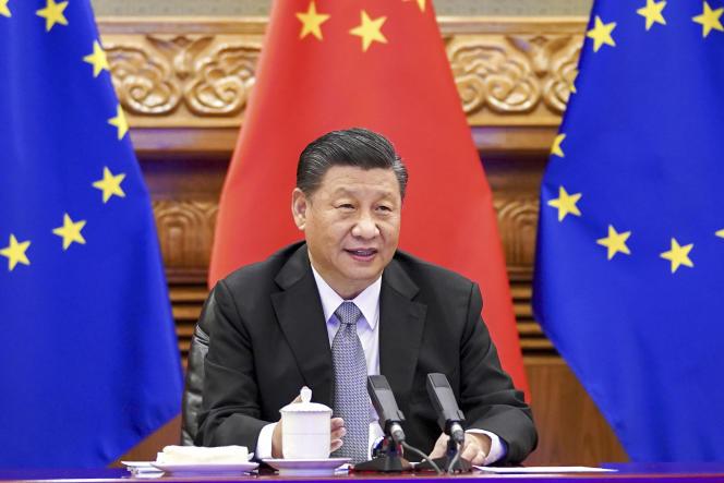 رئیس جمهور چین شی جین پینگ در یک کنفرانس ویدیویی با رهبران اروپا در تاریخ 30 دسامبر در پکن.