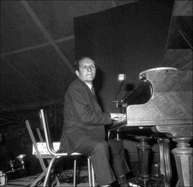 Claude Bolling en concert à Alfortville (Val-de-Marne), le 1er janvier1966.