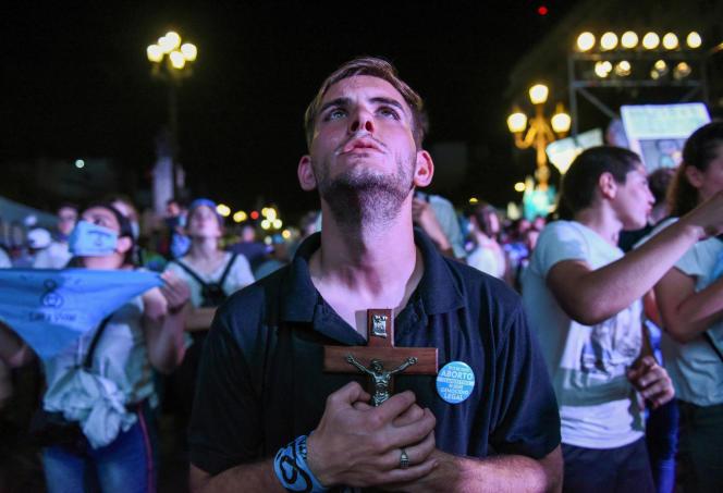 Activistas antiaborto el 30 de diciembre en Buenos Aires.
